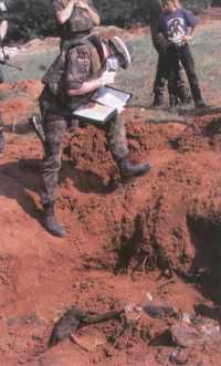 2000 09 Europ Sicherheit Massengrab in Einsatz der Feldjäger im Ausland