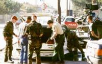 Routine: Feldjäger bei der Fahrzeugkontrolle (© y.bundeswehr.de)